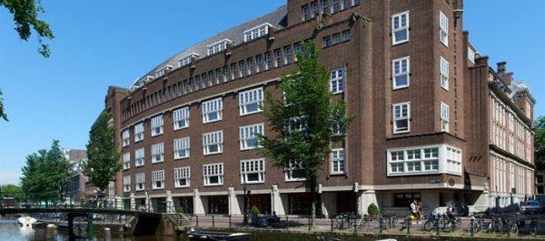 Deel van het voormalige stadhuis, nu hotel The Grand, gezien vanaf de Oudezijds Voorburgwal