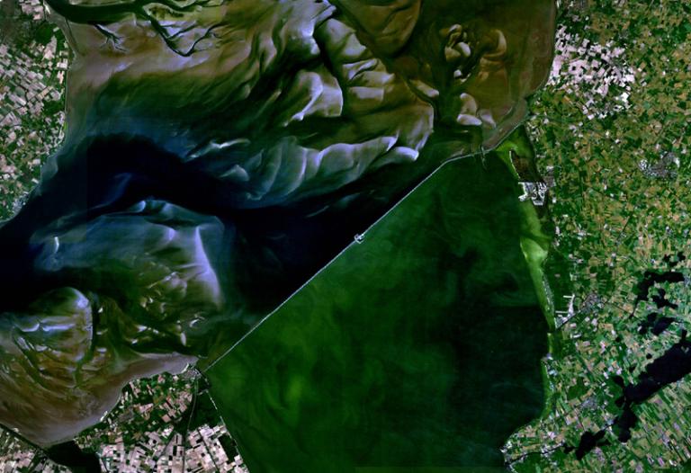 Satellietfoto van de Afsluitdijk