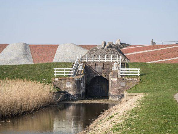 De sluis van de Noordpolder in Groningen