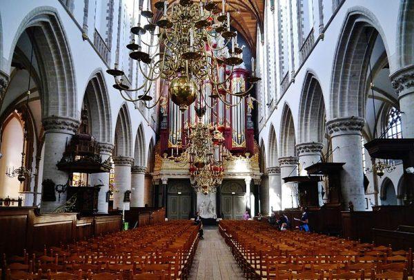 Interieur Grote of Sint-Bavokerk in Haarlem