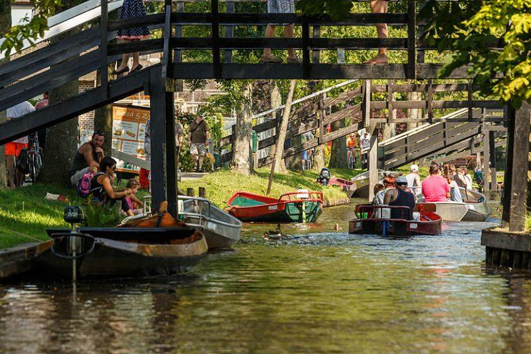 Toeristenboten in Giethoorn