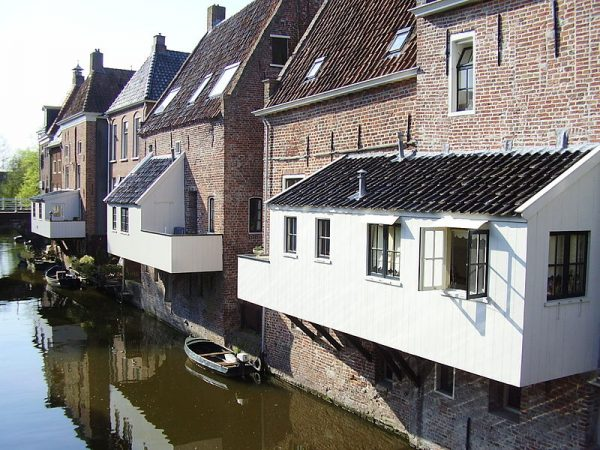 Hangende keukens boven het Damsterdiep in Appingedam
