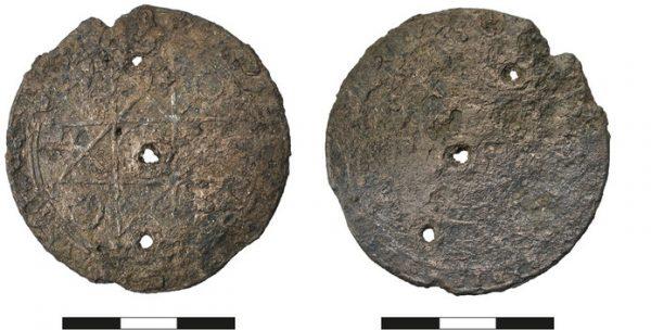 De aan de IJsselkade in Zutphen gevonden amulet