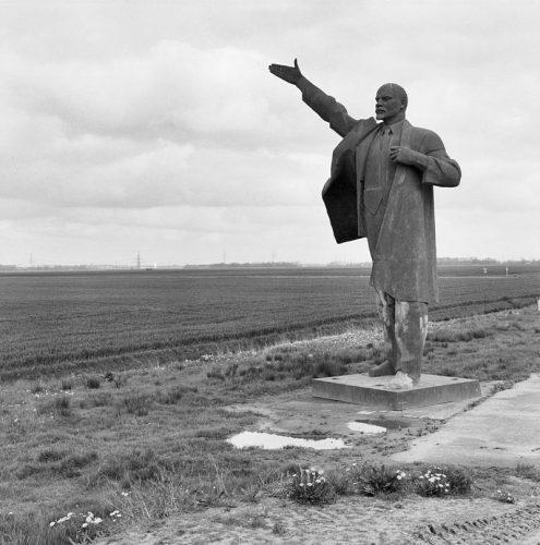 Het Lenin-beeld toen het nog in Tjuchem stond