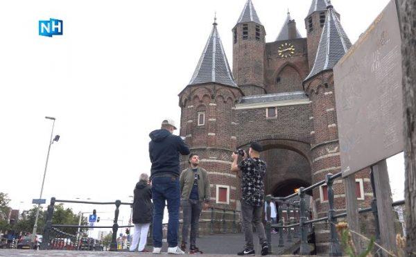 Rapduo Dos Hermanos en rapper Nova voor de Amsterdamse Poort in Haarlem