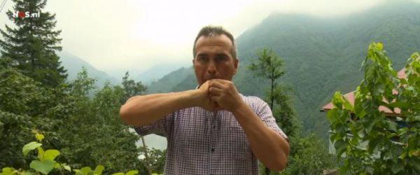 Een theeboer uit Kusköy fluit