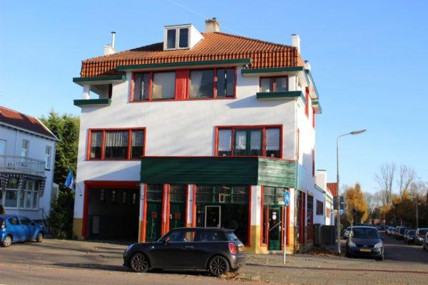 De voormalige KwikFit-garage aan de Amsterdamseweg 484-488 in Amstelveen