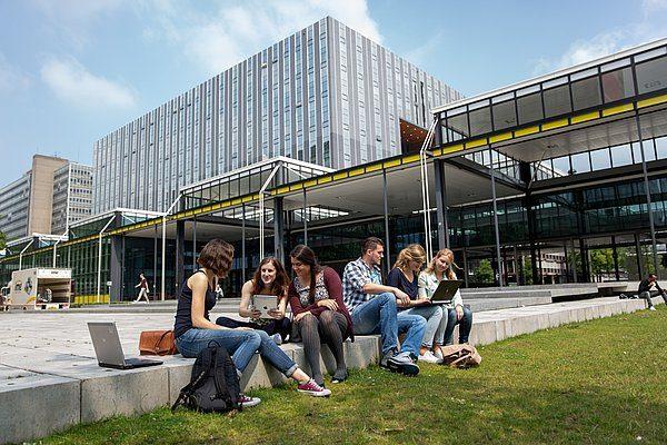 De voormalige W-Hal, het huidige MetaForum, op het terrein van de Technische Universiteit Eindhoven