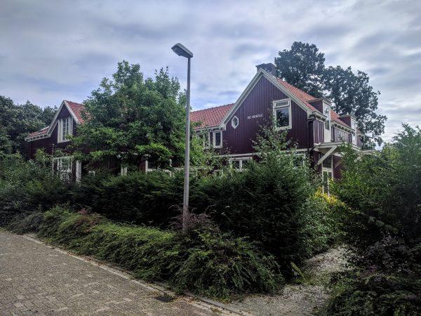 De twee houten villa's aan de Amersfoortsestraatweg in Bussum