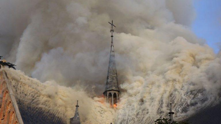 De brand in de Sint-Urbanuskerk in Amstelveen
