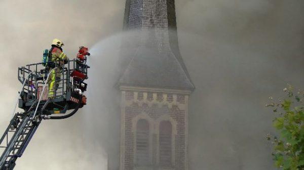 Rijksmonumentale kerk Valkenburg zwaar beschadigd door brand