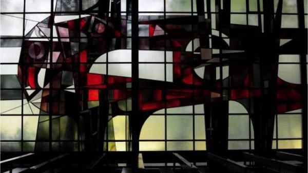 Het glas-in-loodraam uit de kerk van de Goddelijke Voorzienigheid te Bergen op Zoom
