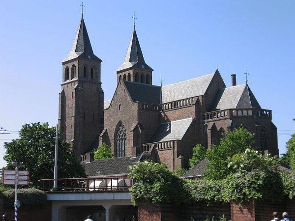 De Sint Walburgiskerk in Arnhem in 2007
