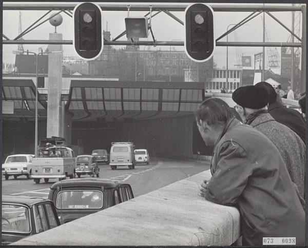 De IJ-tunnel in Amsterdam op 30 oktober 1968