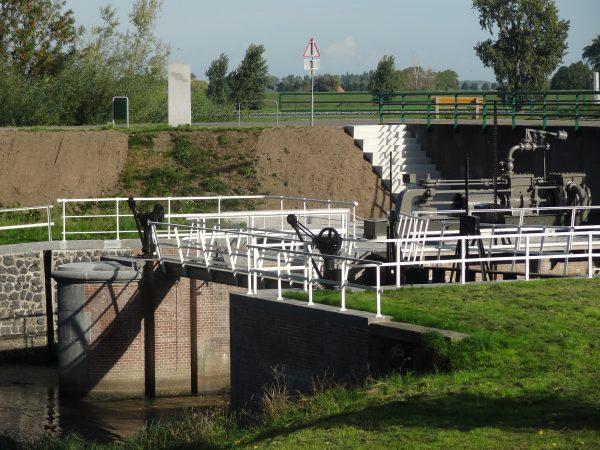 Bovenlandschesluis in Zuiderkanaa