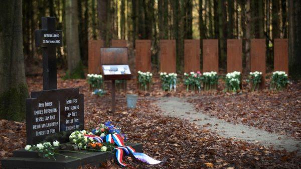 Het verzetsgraf met de namen van de slachtoffers