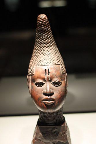 Referentiebeeld: Een beeld uit Benin in het Etnologisch Museum in Berlijn