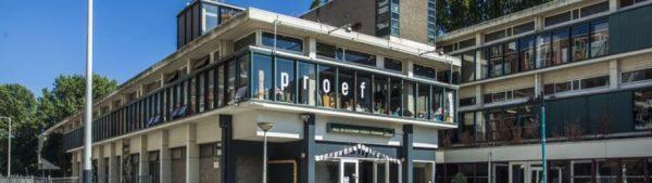 Het gebouw van de voormalige R.K. Nijverheidsschool aan de Gaasterlandstraat 3-5 in Amsterdam-Zuid
