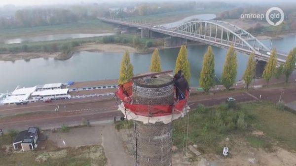 Restauratie van de oude Coberco-schoorsteen in Arnhem