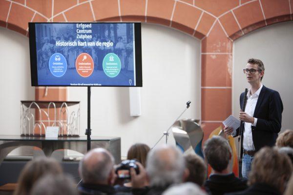 Bijeenkomst in de Walburgiskerk voor de lancering van het Erfgoedportal door het Erfgoed Centrum Zutphen Bijeenkomst in de Walburgiskerk voor de lancering van het Erfgoedportal door het Erfgoed Centrum Zutphen