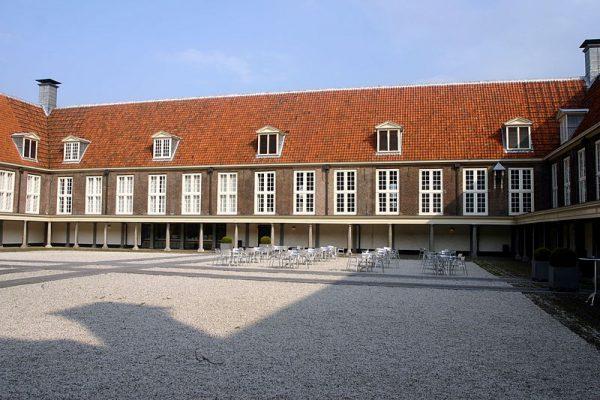Binnenplaats van het Pesthuiscomplex in Leiden