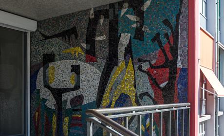 Mozaïek van Harry van Kruiningen op Piet Mondriaanstraat 140