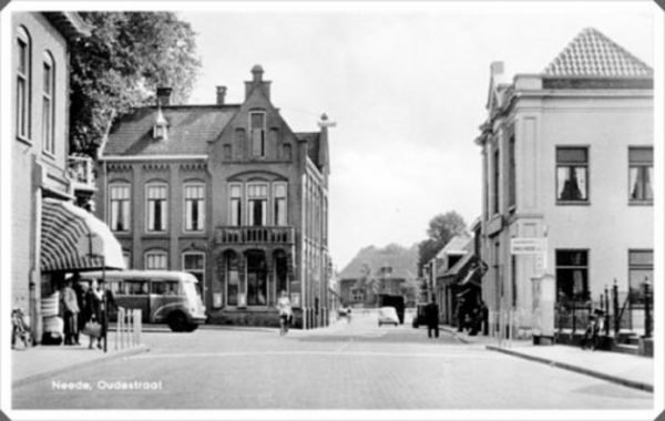 Het gesloopte postkantoor aan de Oudestraat in Neede