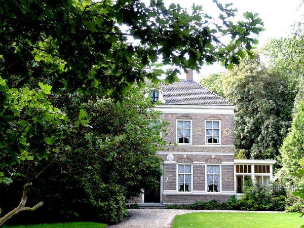 Gebouw van de voormalige Tuinbouwschool in Frederiksoord