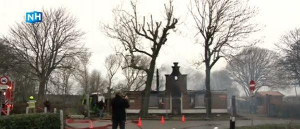 De afgebrande stolpboerderij van restaurant Nieuw Westert in Egmond-Binnen