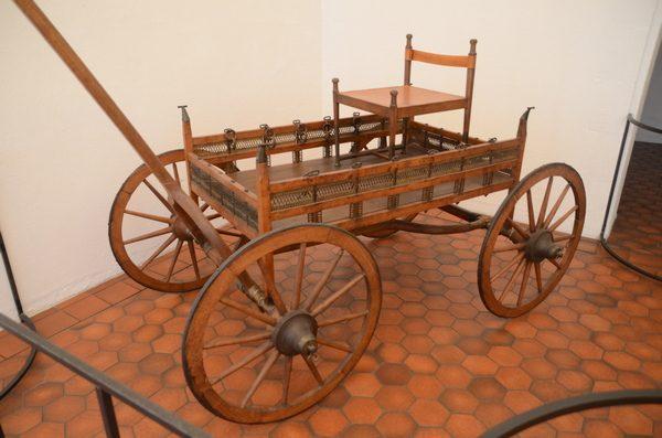 Reconstructie van een wagen uit de Hallstatt-tijd in het Paleis Rohan in Straatsburg