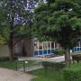 Wederopbouwkunstwerk gered uit gevel van Apeldoorns schoolgebouwtje