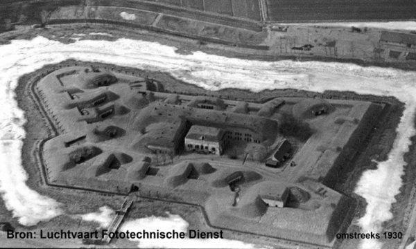 Fort Prins Frederik op Ooltgensplaat omstreeks 1930