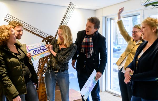 Feest bij de Hollandsche Molen. Foto: Roy Beusker.