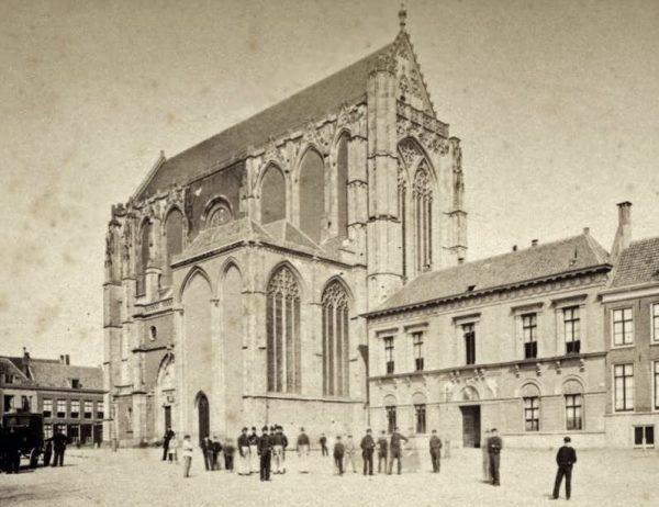 Het Leesmuseum aan het Domplein in Utrecht (1870)
