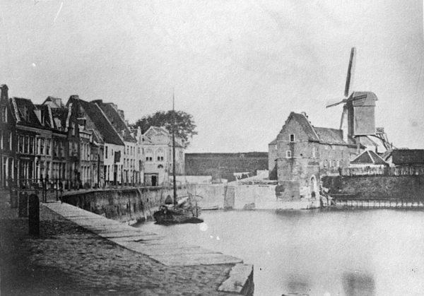 De oude binnenhaven in de Benedenstad in Nijmegen