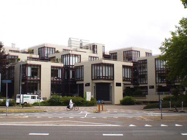 Het voormalig Centraal Beheer-gebouw in Apeldoorn (2009)