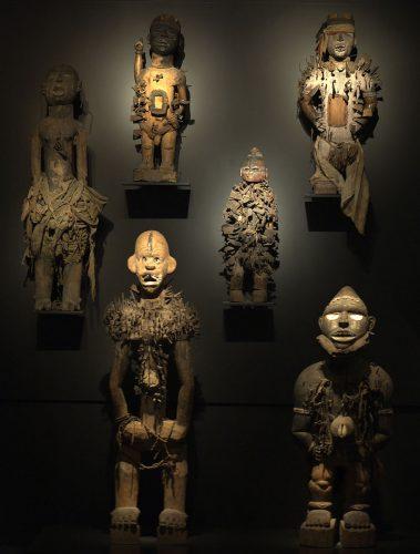Referentiebeeld: Nkisi nkondi uit Centraal-Afrika (1880-1900) in het Leidse Museum Volkenkunde