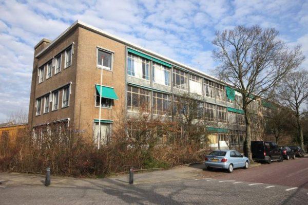 De oude Christelijke Lagere Technische School (CLTS) in Leeuwarden