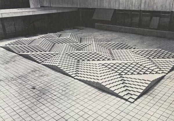 Het tegelreliëf van kunstenaar Ad Dekkers (1938-1974)
