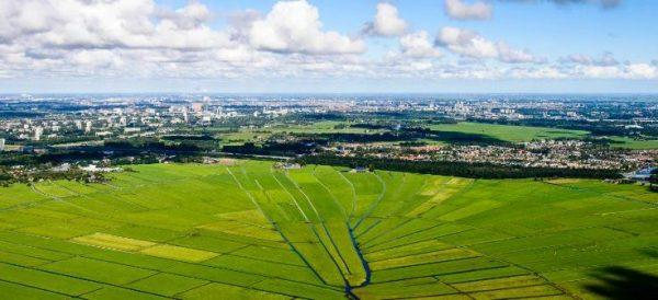 Luchtfoto van gemeente Ouder-Amstel, met in beeld polder De Ronde Hoep