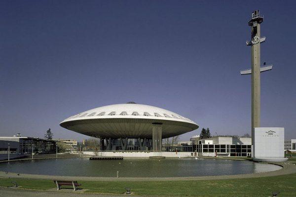 Het Evoluon in Eindhoven (2002)