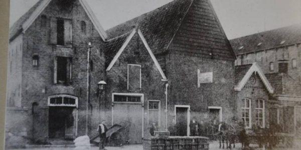 De houthandel zoals die eeuwenlang heeft bestaan aan het Boterdiep in Groningen