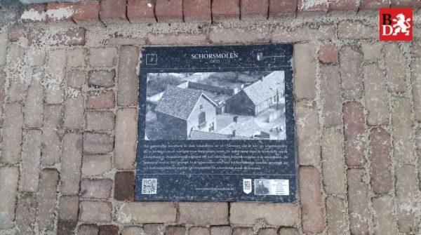 Een attentietegel over de oude Schorsmolen in Hilvarenbeek