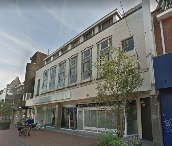 De voorgevel van het voormalige V&D-pand aan de Kerkstraat in Hilversum (2017)