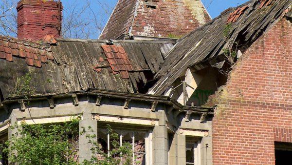 Het dak van Het Hoompje in Sluis is deels ingestort