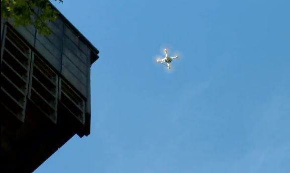 Een drone bij de luchtwachttoren in Echten