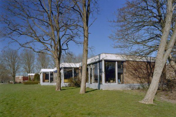 Rijksmonumentale openbare school in Nagele, ontworpen door Aldo E. van Eyck en H.P.D. van Ginkel