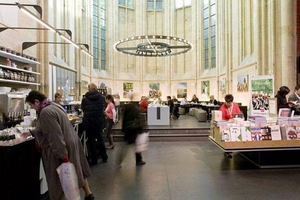 Boekhandel Dominicanen in de Dominicanenkerk in Maastricht (2009)