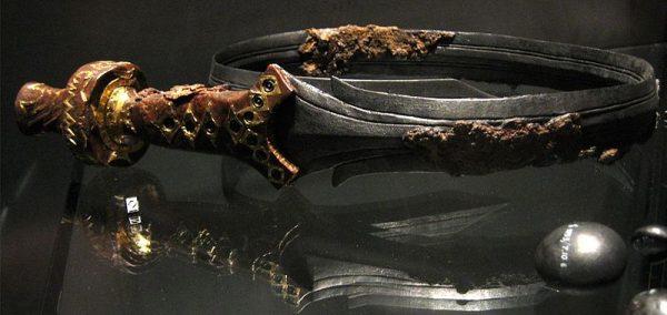 Het zwaard uit het Osse vorstengraf in het Rijksmuseum van Oudheden