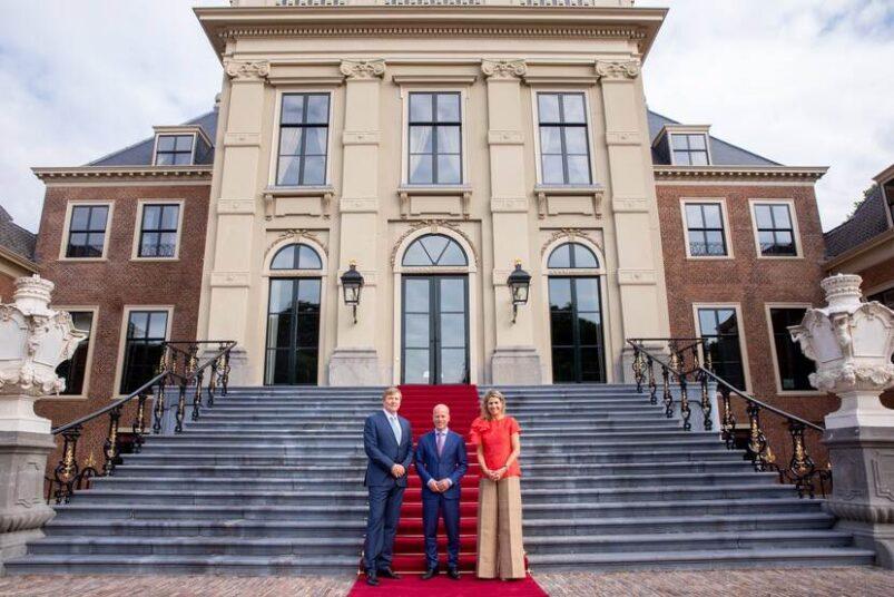 Koninklijk Paar ontvangt staatssecretaris Knops in Paleis Huis ten Bosch
